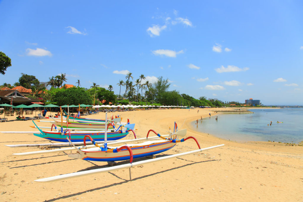Чем можно заняться на пляже Санур