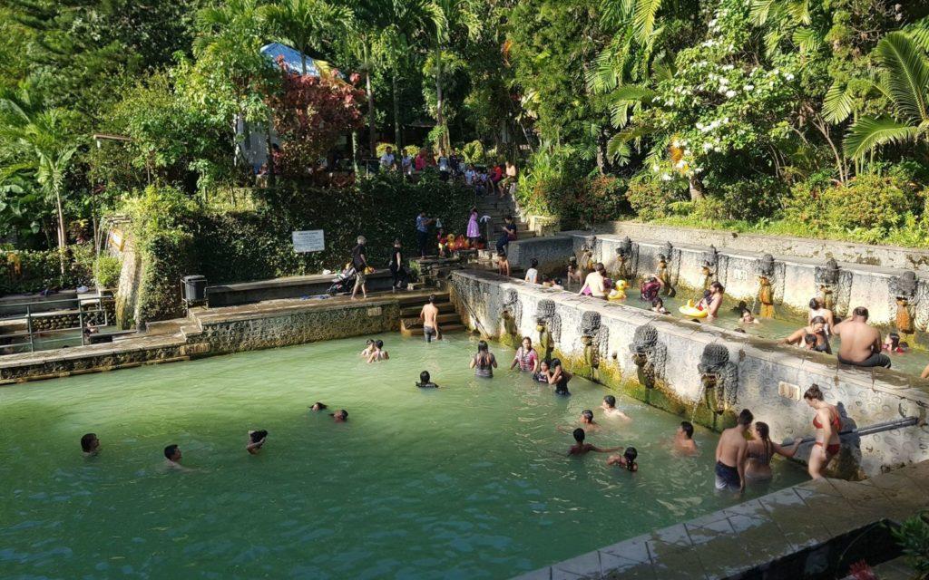 Горячие источники Air Panas Banjar Hot Spring возле Ловины