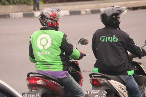 Используйте сервисы Grab и GoJek для того, чтобы добраться до пляжа Джимбаран