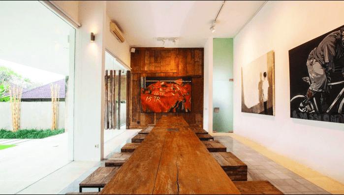Kendra Gallery можно посетить возле пляжа Семиньяк