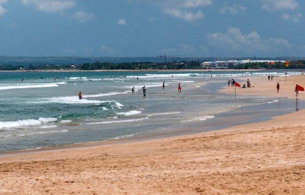 Кому нужно ехать на пляж Легиан