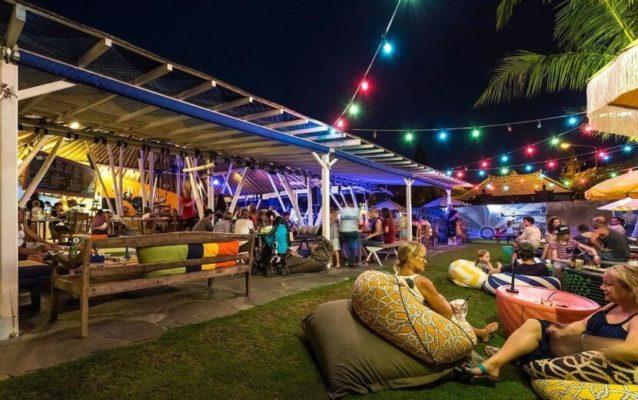 Можно посетить бар Old Mans возле пляжа Бату Болонг