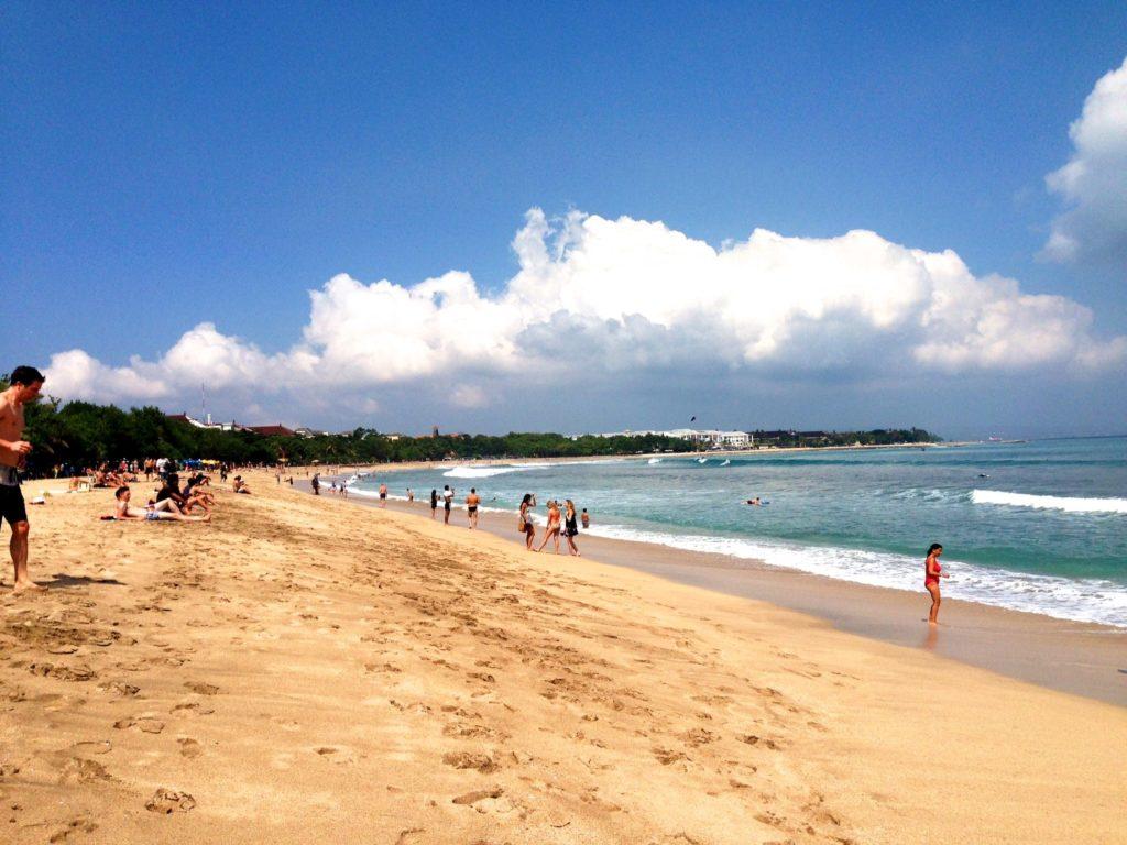 О пляже Кута на Бали-min