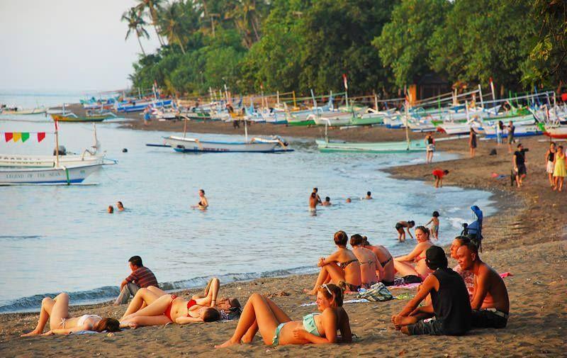 Отдых на пляже Ловина