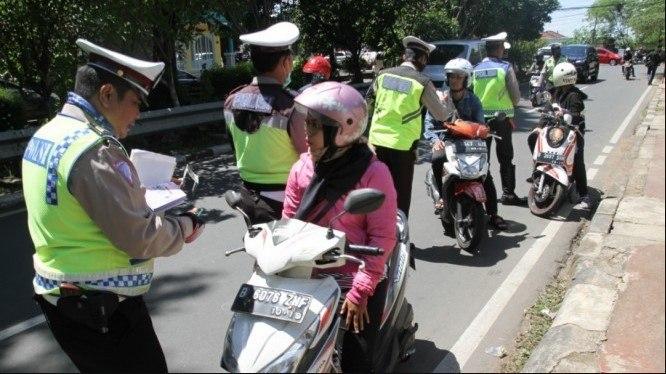 Полицеская облава на Бали, будьте аккуартне при поездки на пляж Меласти