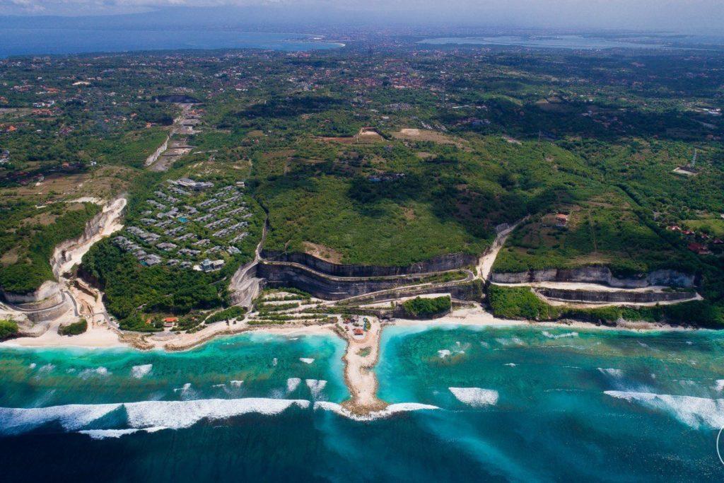 Вид сверху пляжа Меласти на Бали