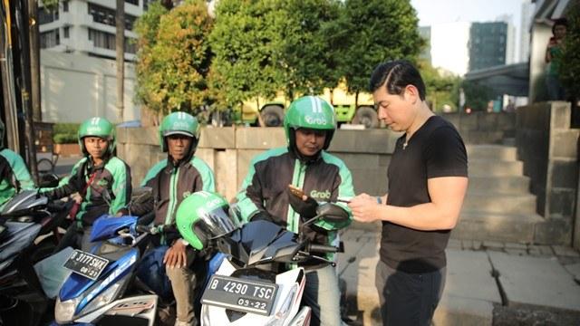 Воспользуйтесь сервисами Grab и GoJek, чтобы добраться до Паданг Паданг Бич