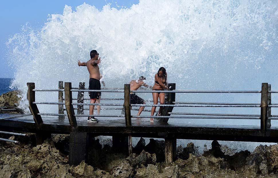 Water Blow на пляже Нуса Дуа